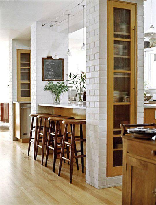 piano-cucina-appoggiato-al-pilastro