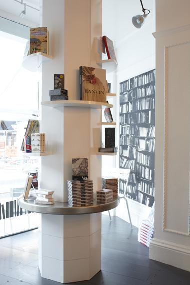 pilastro-con-mensole-per-libri