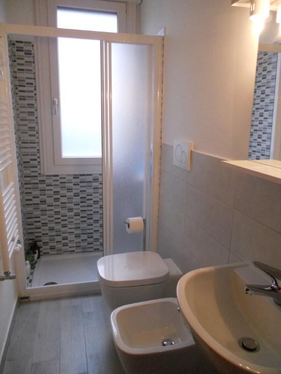 Come ricavare un secondo bagno guida completa video - Bagno in un metro quadro ...