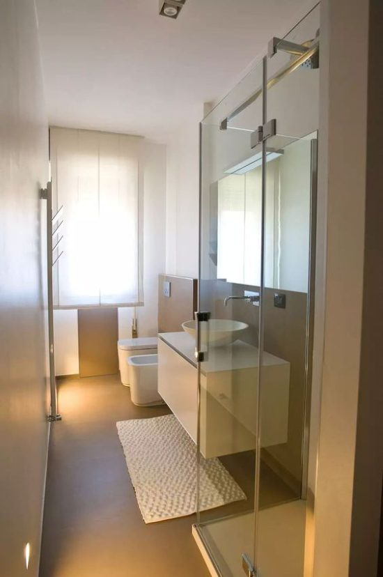 bagno-stretto-e-lungo-disposizione-sanitari