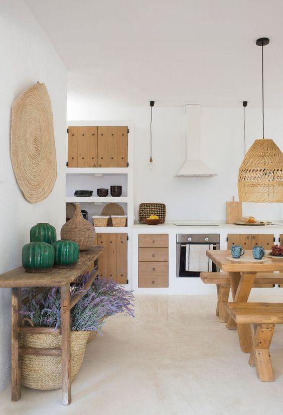 Cucina con arredamento rustico