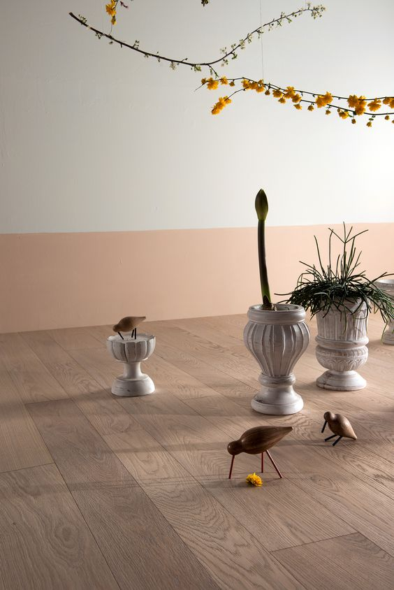 pavimento in legno chiaro