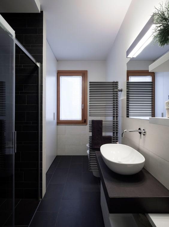 Come arredare un bagno stretto e lungo