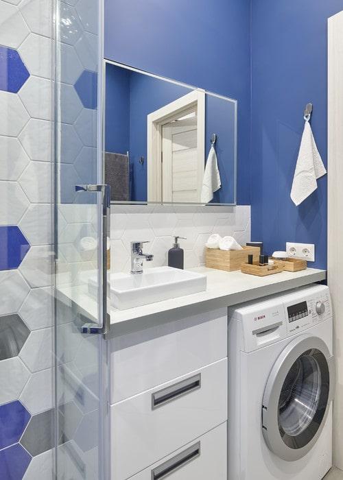 Bagno piccolo con lavatrice e doccia