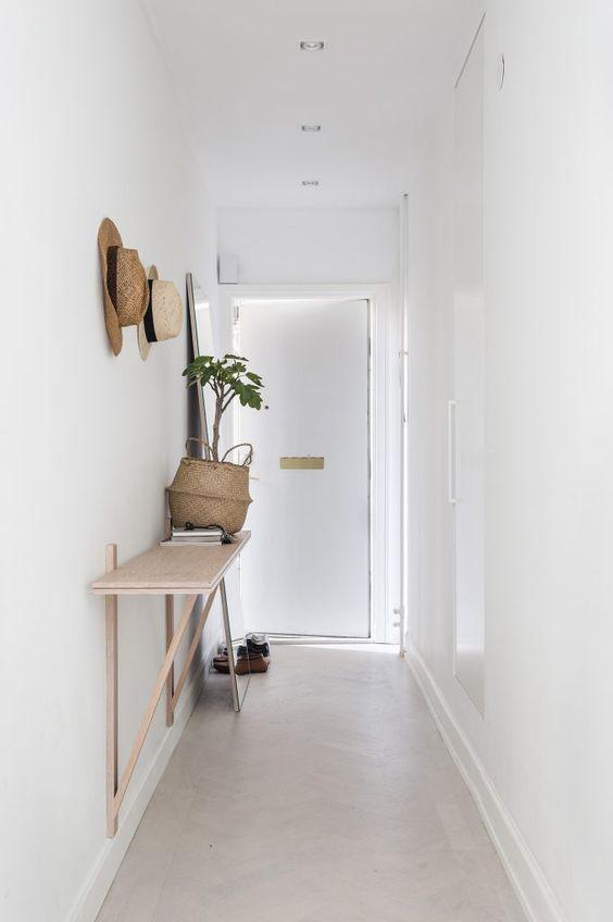 Entrata di casa stretta e rettangolare
