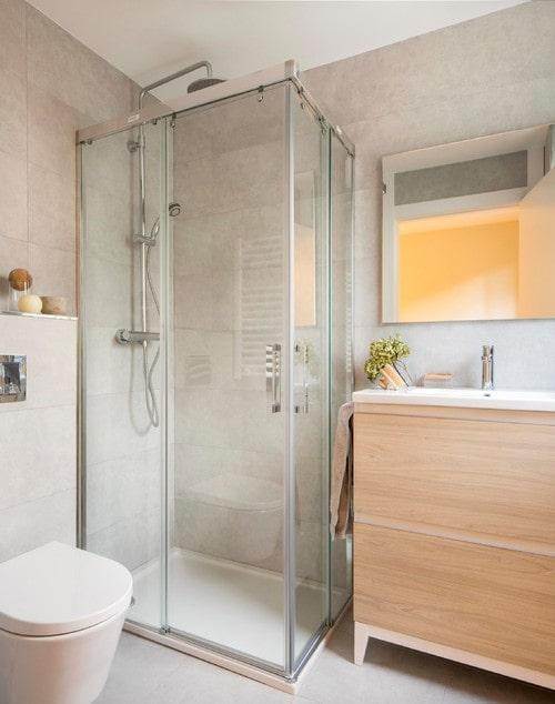Doccia ad angolo per piccoli bagni