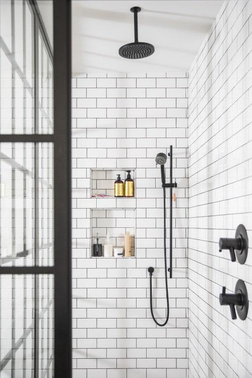 Nicchia nella doccia del bagno