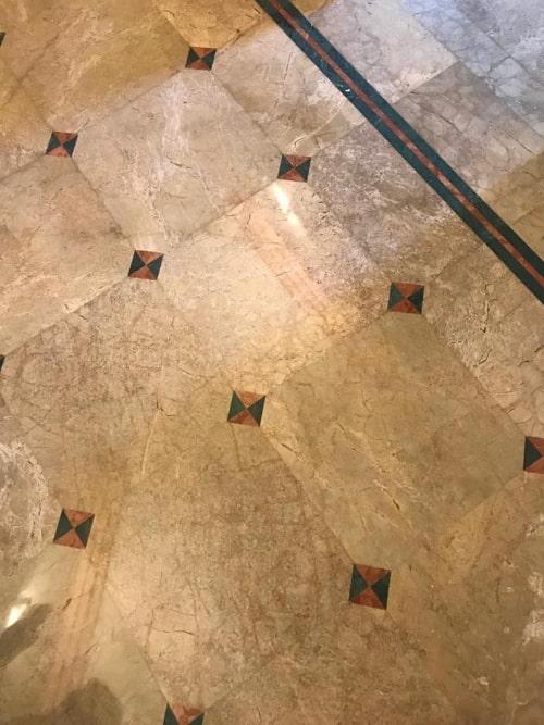 Pavimento in marmo levigato