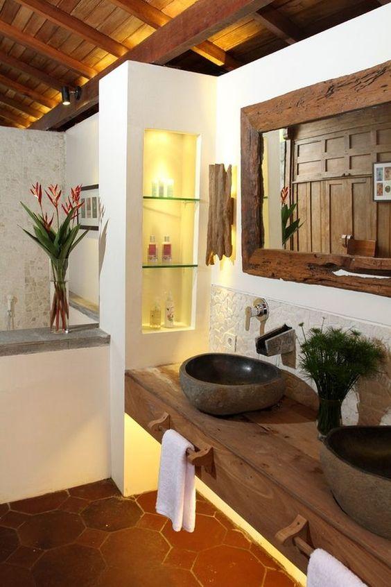 bagno rustico con pavimento in cotto