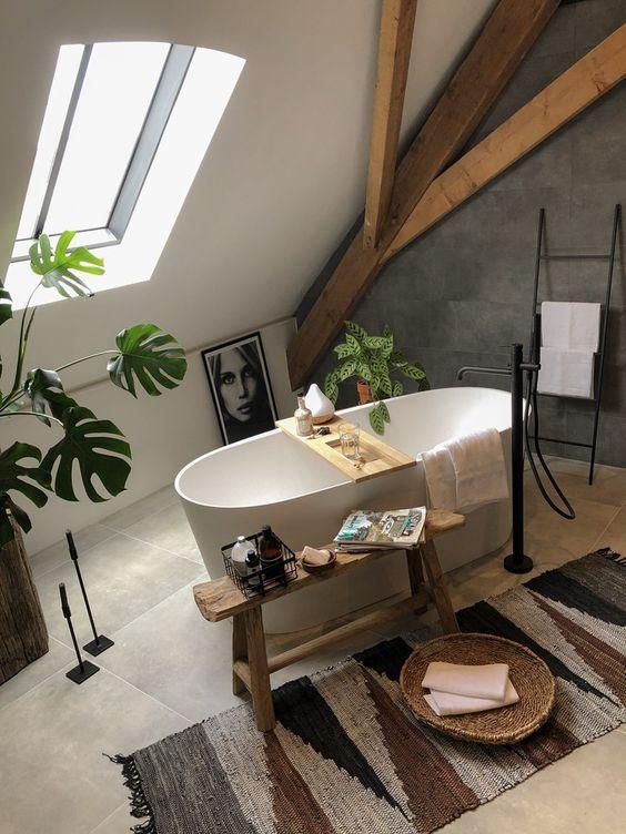 bagno con vasca a libera installazione