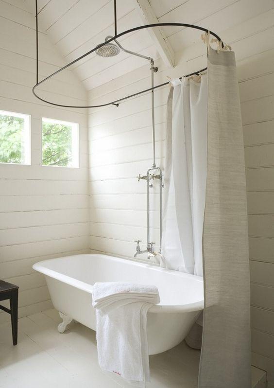vasca bianca autoportante e ovale