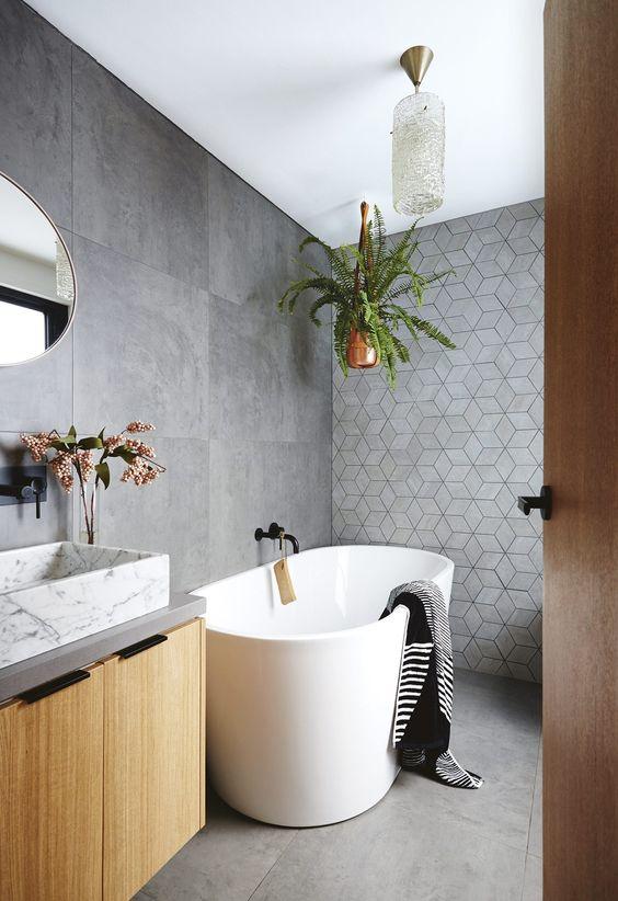 bagno con vasca autoportante