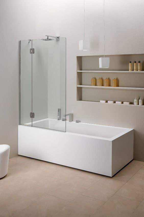 vasca con doccia per guadagnare spazio