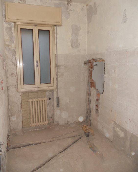 bagno in demolizione