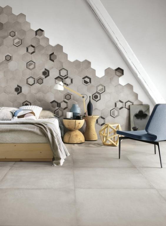 camera con parete rivestita di mattonelle