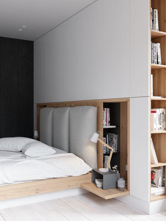 mobile dietro il letto