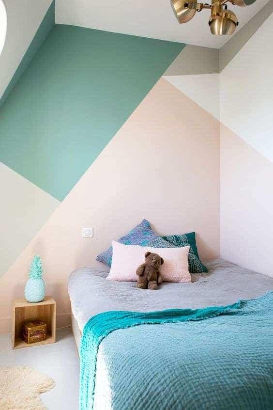 parete dietro il letto pitturata