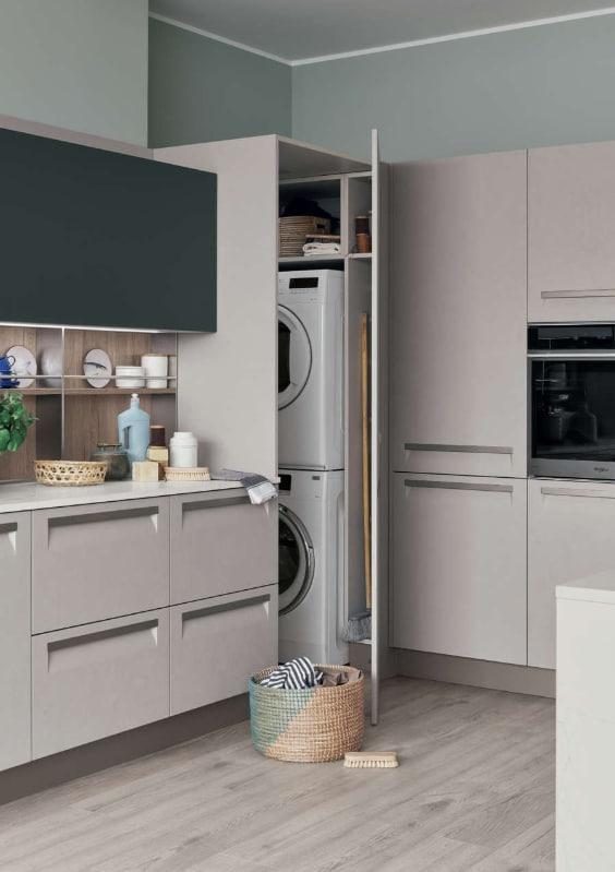 cucina con angolo lavanderia