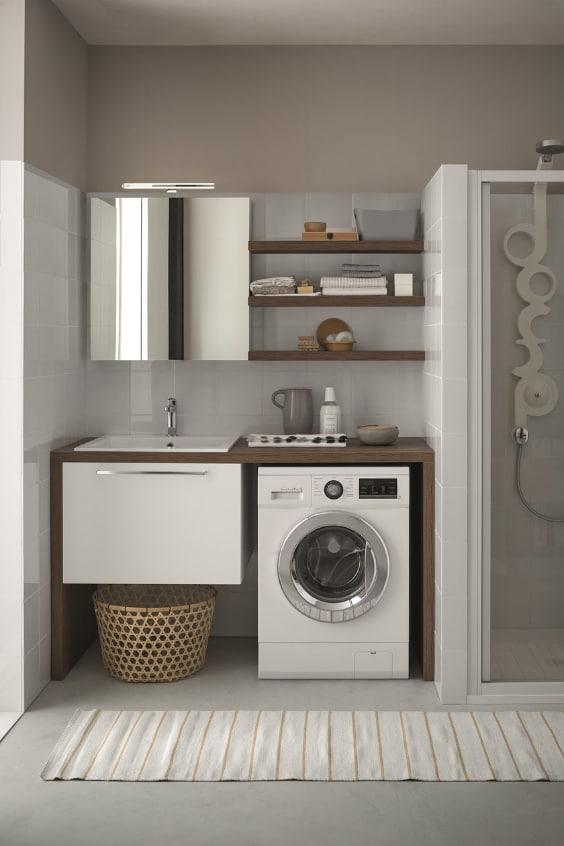 bagno con mobile lavanderia
