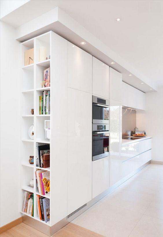 cucina moderna con abbassamento soffitto