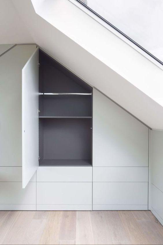armadio ripostiglio in mansarda