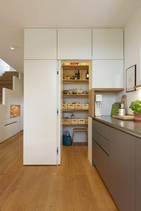 dispensa ripostiglio in cucina
